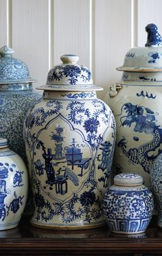 The most characteristic example of Chinoiserie, vibrant blue and white porcelain jars enliven a tabletop or mantel with their dynamic designs. Blue And White China, Blue China, Delft, Casual Home Decor, Chinoiserie Chic, White Vases, Ginger Jars, Color Azul, White Decor