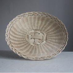 Newspaper Basket, Newspaper Crafts, Wicker Tray, Rattan Basket, Basket Weaving Patterns, Bamboo Weaving, Wooden Gift Boxes, Sewing Baskets, Flower Girl Basket