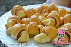 Virslis,sajtos kiflifalatkák /Webcukrászda/ Hungarian Food, Hungarian Recipes, Pretzel Bites, Muffin, Sweets, Bread, Foods, Meals, Essen