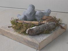 plankje met mos en vogels leuk voor de tuintafel
