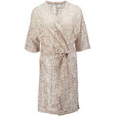 SECOND FEMALE Kimono 'Gamma' aus Spitze ► Der Kimono GAMMA von SECOND FEMALE überzeugt mit seinem luftigem Design, welches besonders durch die verwendete Spitze betont wird. Mit 3/4-Ärmellänge und Taillenband zum Schließen ein Sommer-Essential für modische Festivallooks.