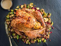 Kokonainen kalkkuna sopii jouluruoaksi isommallekin seurueelle. Kalkkuna on hyvä vaihtoehto kinkulle, ja monipuolisella täytteellä siitä tulee erityisen herkullinen juhla-ateria. Ota kalkkuna huoneenl... Turkey, Meat, Recipes, Food, Christmas, Peru, Beef, Yule, Meal