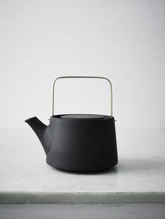 Demand Design — whatdyoucallit:   Anna Lerinder Black Teapot