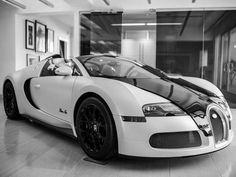 Bugatti Creates Veyron Blanc Noir