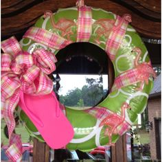 Flamingo summer wreath- pool wreath on pool floats! Christmas In July Decorations, Coastal Christmas Decor, Southern Christmas, Nautical Christmas, Summer Christmas, Tropical Christmas, Holiday Tree, Holiday Wreaths, Kids Beach Party