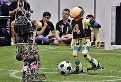 Il Pollaio delle News: Messi fa lo spettatore, arrivano i RoboCup calciat...