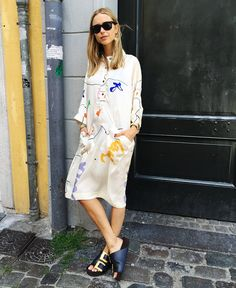 The comfy key item this summer is the dress! I love this one, it's a slightly more elevated version in a soft printed silk. Teisbaek in a silk tunic dress from Stine Goya.