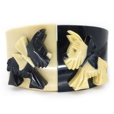 Vintage Art Deco Carved black and white Lucite Rhinestone bangle Classic look Vintage Costume Jewelry, Vintage Costumes, Vintage Jewelry, Antique Jewelry, Tattoo Schwarz, Dog Jewelry, Jewlery, Plastic Jewelry, Ring Verlobung