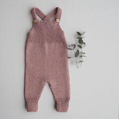 | Willums selebukser |  Så fin, og så morsom å strikke! Mønster av flinkeste @petiteknit #willumsselebukser #petiteknit #strikking #knitting #stickning #babystrikk #barnestrikk #sandnesgarn #sandnesduo #eucalyptus #diy #jentestrikk #guttestrikk #nordicknitters #strikkeinspo #strikkeinspirasjon #knittinginspiration