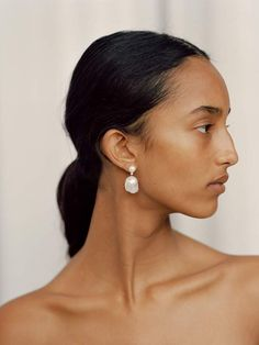 Sophie Bille Brahe Venus Diamant Gold, Pearl and Diamond Earrings Face Reference, Photo Reference, Shell Earrings, Stud Earrings, Hijab Styles For Party, Fotojournalismus, Sleek Updo, Big Noses, Pearl And Diamond Earrings