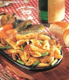 This sizzler is a hearty combination of pasta tossed in a robust mushroom and black pepper sauce and served with zucchini pancakes. Buttered vegetables and a perfectly baked potato topped with a knob of butter complete this meal.
