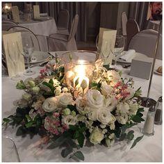 En LOVE nos encantan las velas y la magia que se crea en las bodas de tarde-noche. El centro diseñado para la #bodaLOVE de M&J quedó espectacular. Si quieres una #bodabonita, una #bodapersonalizada, una #bodaúnica...¡escríbenos! +info: hola@lovebodasyeventos.com Organización de Bodas-Diseño-Coordinación del Día-Decoración-Invitaciones-Sitting Plans-Photocalls-Regalos Diferentes-Maestros de Ceremonias-Creación de Textos-Protocolo-etc. LOVE #yosoyLover #love #amor #feliz #happy #flowers #flor