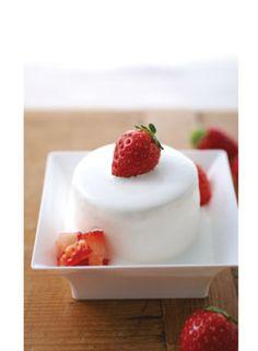 「フレーズ・シャンティ」 注文してから厨房で生クリームをかけて仕上げてくれるショートケーキ。