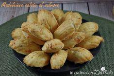 Le madeleines salate al salmone affumicato sono un antipasto gustoso che può essere preparato nelle festività natalizie o in qualsiasi occasione.