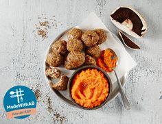 Θέλεις μία εύκολη αλλά ιδιαίτερη συνταγή; Το #MadewithAB ετοιμάζει για εσένα κεφτεδάκια με μανιτάρια, πλιγούρι και πουρέ καρότου! Mince Meat, Muffin, Sausages, Breakfast, Food, Morning Coffee, Essen, Muffins, Sausage
