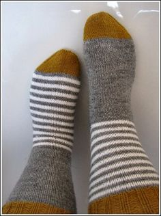 Fußspitzen Best Picture For babysocken stricken junge For Your Taste You are looking for something, Crochet Socks, Knitted Slippers, Wool Socks, Knitting Socks, Hand Knitting, Knit Crochet, Knitting Patterns, Crochet Patterns, Needlepoint Kits