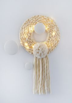 DIY - How to weave a round wall hanging. It's also a modern Christmas wreath!