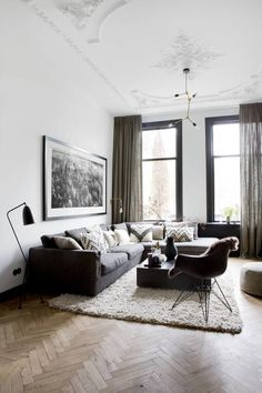 voor deze prachtige woonkamer hebben we linnen gordijnen op maat gemaakt het samenspel van de mooie vloer ornamenten en decoratie maakt dit een modern en