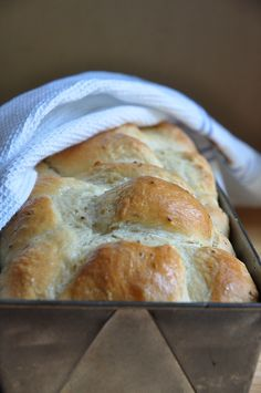 Mosbolletjies (bread leavened with the must of grapes). French Brioche, South African Recipes, Daily Bread, How To Make Bread, Easy Cooking, Food Inspiration, Baking Recipes, Melktert, Breads