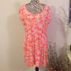 Floral dress Great condition has pockets cap sleeves Mossimo Supply Co Dresses Mini
