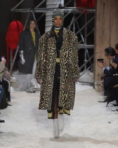 Calvin Klein | Fall-Autumn 2018 | #spotted #over #coat Autumn, Fall, Ready To Wear, Calvin Klein, Raincoat, Street Style, How To Wear, Jackets, Collections