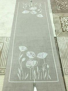 Discover thousands of images about White Daisies Table Runner Cross Stitch Kit - Permin Cross Stitch Borders, Crochet Borders, Cross Stitch Rose, Cross Stitch Designs, Cross Stitching, Cross Stitch Embroidery, Cross Stitch Patterns, Hand Embroidery Designs, Embroidery Patterns