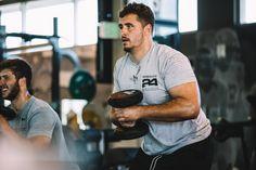 Cerciórate de hacer un buen uso de tu equipo de gimnasio este fin de semana. Weight Training, Weight Lifting, Muscles In Your Back, Herbalife 24, Tiny Waist, Low Calorie Recipes, Motivation, Wasting Time, Get Healthy