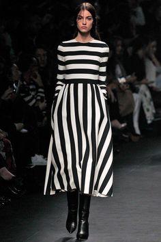 valentino by mario Fashion Week, Look Fashion, Runway Fashion, Fashion Outfits, Womens Fashion, Paris Fashion, Dress Skirt, Dress Up, Style Noir