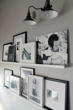 bilder in schwarz und weiß im coolen schlafzimmer