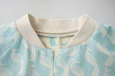 Tutorial bomberjas voeren - Bel'Etoile Sewing Hacks, Sewing Tutorials, Sewing Projects, Sewing Patterns, Handmade Christmas Gifts, Tips & Tricks, Jacket Pattern, Sewing Techniques, Sweaters