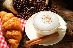 Darmstadt: Rent a Barista - Cappuchino und Croissant Tea Recipes, Coffee Recipes, Cooking Recipes, Drink Recipes, Barista, Croissant, Malt Milkshake, Yummy Drinks, Yummy Food