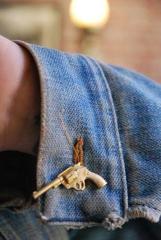 Revolver on a broken twill.| Rebel