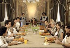 Sentados à mesa, caipiras estranham o crustáceo servido (Foto: TV Globo)