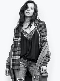Hailee Steinfeld, Yara Shahidi Star in American Eagle Outfitters' Campaign Hailee Steinfeld, Beautiful Celebrities, Beautiful Actresses, Beautiful Ladies, Pitch Perfect, Glamour, Woman Crush, Ladies Dress Design, Girl Crushes