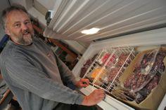 Sven Jacobsen öffnet seine Schatztruhe