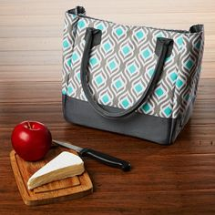 This designer lunch bag kit is perfect for teens and adults on the go. The Vienna Lunch Bag features two long, sturdy straps so the bag can be carried over the