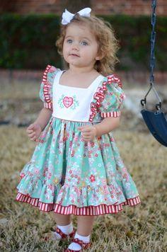 Jolie robe Cotton Frocks For Kids, Frocks For Girls, Kids Frocks, Toddler Girl Style, Toddler Dress, Little Dresses, Little Girl Dresses, Little Kid Fashion, Kids Fashion