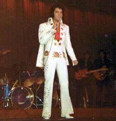 Joyce Bova Interview - Elvis' washington DC 'Latest Flame' talks to the Elvis Information Network Elvis Presley Concerts, Elvis Presley Family, Elvis In Concert, Elvis Presley Photos, Lisa Marie Presley, Tennessee, Memphis Mafia, Album Sales, Jackson