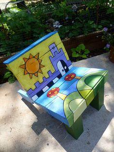 Silla infantil de madera pintada a mano por la jirafa for Muebles de paletas recicladas