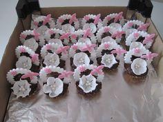 cukrovi Sweet Bar, Wedding Candy, Desert Recipes, Christmas Cookies, Cake Decorating, Birthday Cake, Crafts, Food, Fancy Desserts