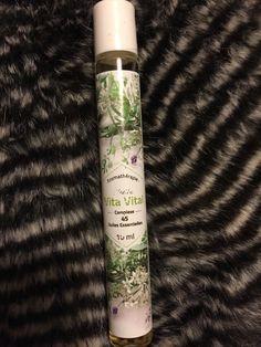 Huile vita vital ( 45 plantes )en roll on! Un excellent produit à avoir toujours sur soi... Piqure d insectes, de végétaux, brûlures, hygiène buccale, bobologie ( coups, hématomes )...... Etc