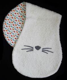 *Sur COMMANDE* Bavoir d'épaule Moustaches de chat Personnalisé : Mode Bébé par helene-coud-et-les-garcons-dorment