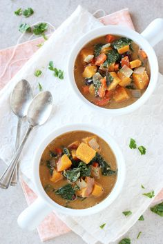 Recipe for vegan, creamy sweet potato and swiss chard soup. With cashew cream, plenty of vegetables and warming spices!