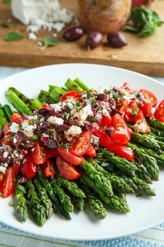 Grilled Asparagus and Tomatoes in a Kalamata Olive and Feta Vinaigrette Side Dish Recipes, Vegetable Recipes, Vegetarian Recipes, Cooking Recipes, Healthy Recipes, Healthy Dinners, Easy Recipes, Grilled Asparagus, Asparagus Recipe