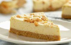 Irish Coffee -juustokakku on kyllä sellaista jälkkäriherkkua, että parempaa saa hakea! #cremebonjour #cremebonjoursuomi #tuorejuusto #juustokakku #irishcoffeejuustokakku #cremebonjourmaustamaton www.cremebonjour.fi