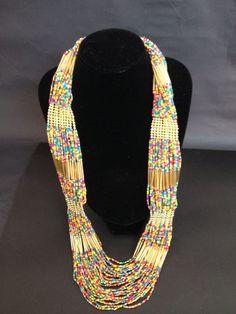 Hermoso collar de mostacilla! Beaded Jewelry, Handmade Jewelry, Beaded Necklace, Necklaces, African Jewelry, Loom Beading, Jewelery, Fashion Accessories, Jewelry Design