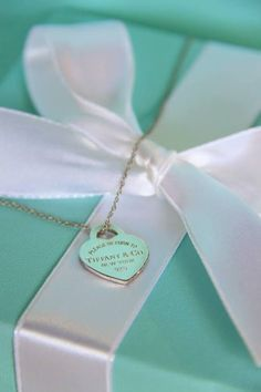 I want a Tiffany & Co. necklace so bad. I think they're a beautiful with anything you wear. This is number one on my wish list this year. Color Azul Tiffany, Tiffany & Co., Tiffany Outlet, Dior, Chanel, Birthday List, Happy Birthday, Kinds Of Shoes, Blue Box