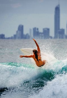Johanne on the Gold Coast Ph: Chris Peters Big Waves, Ocean Waves, Female Surfers, E Skate, Surfing Photos, Sup Surf, Surf City, Surf Girls, Surfs Up
