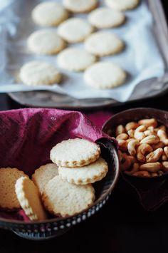 ALFAJORES – Dulche de leche sandwich cookies   A cupcake for Love #foodphotography