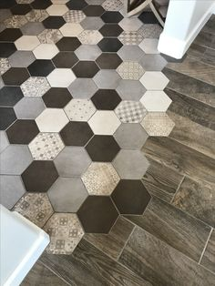 19 Flooring Transitions From Wood to Tile - fancydecors Wood Tile Floors, Diy Flooring, Bathroom Flooring, Kitchen Flooring, Wood Floor, Flooring Ideas, Wood Tile Kitchen, Plank Flooring, Kitchen Decor